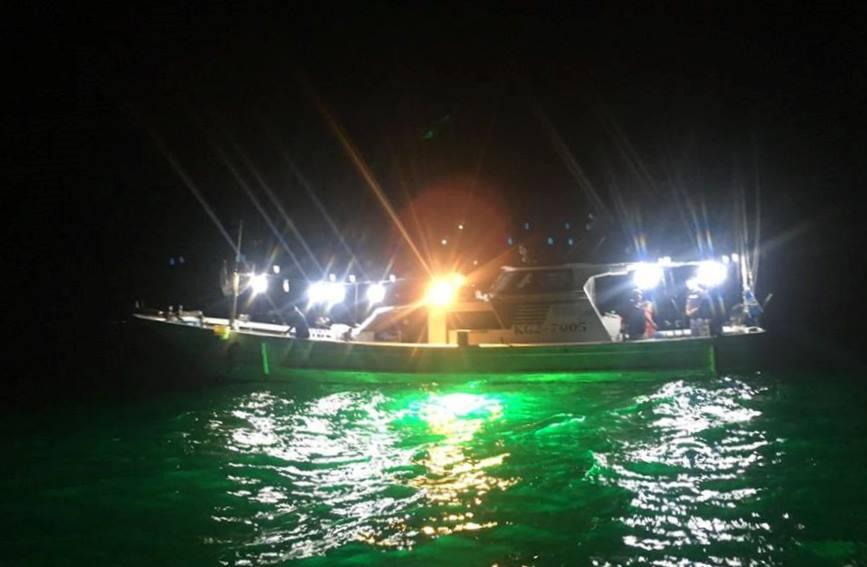 LED電球装着遊漁船