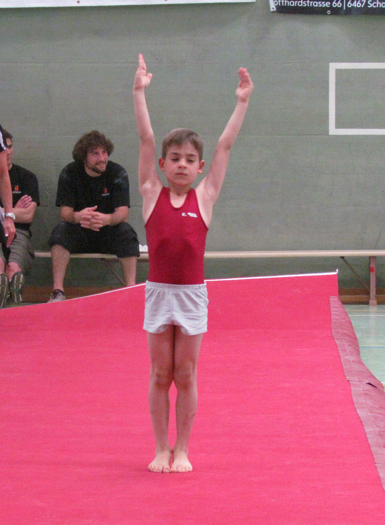 Luca bei der Bodenübung