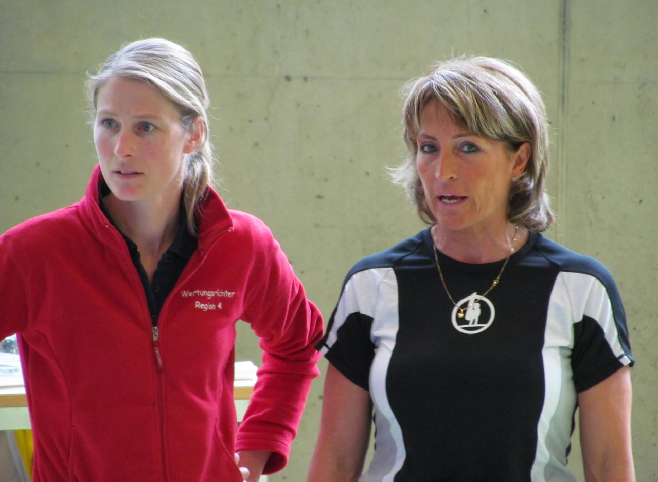Unsere Wertungsrichterin Sandra und unsere Trainerin Ruth