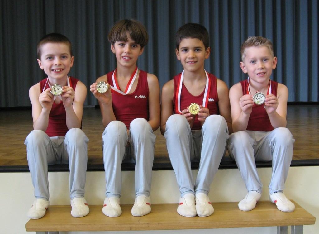 Die stolzen Medaillengewinner. K2: Marvin W. 1. Platz; Manuel 4. Platz und Alessandro 5. Platz. K1: Marvin F. 8. Platz
