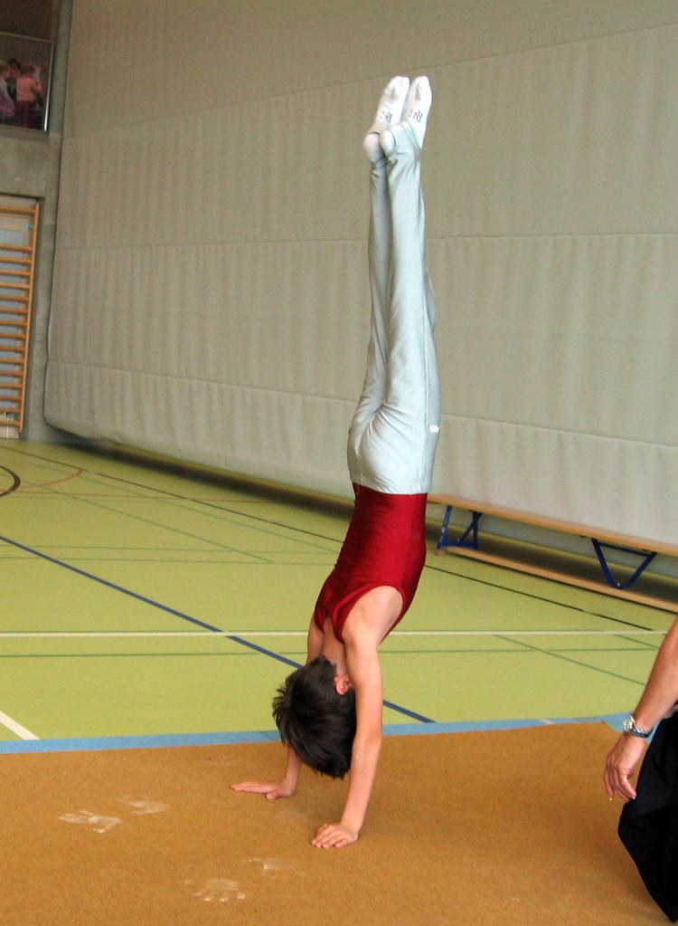 Alessandro im Handstand