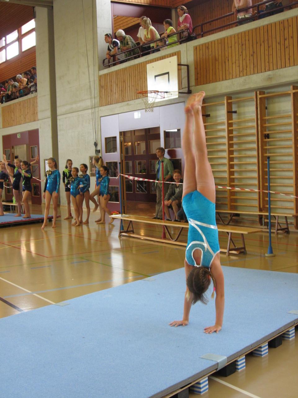Soraya im Handstand