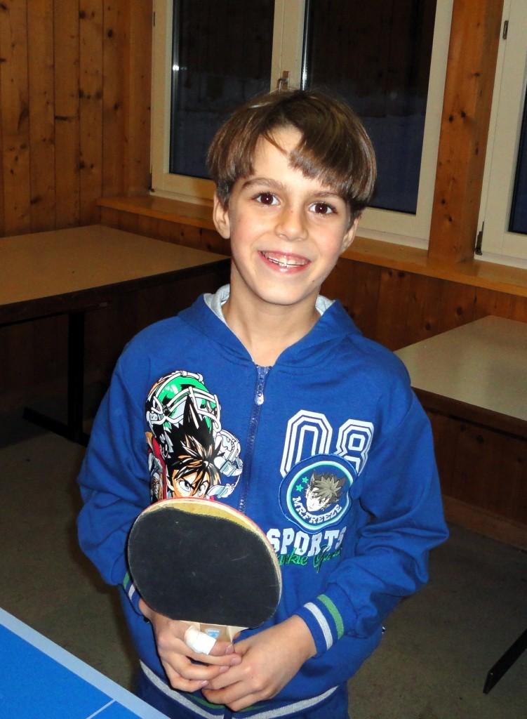Alessandro beim Tischtennis