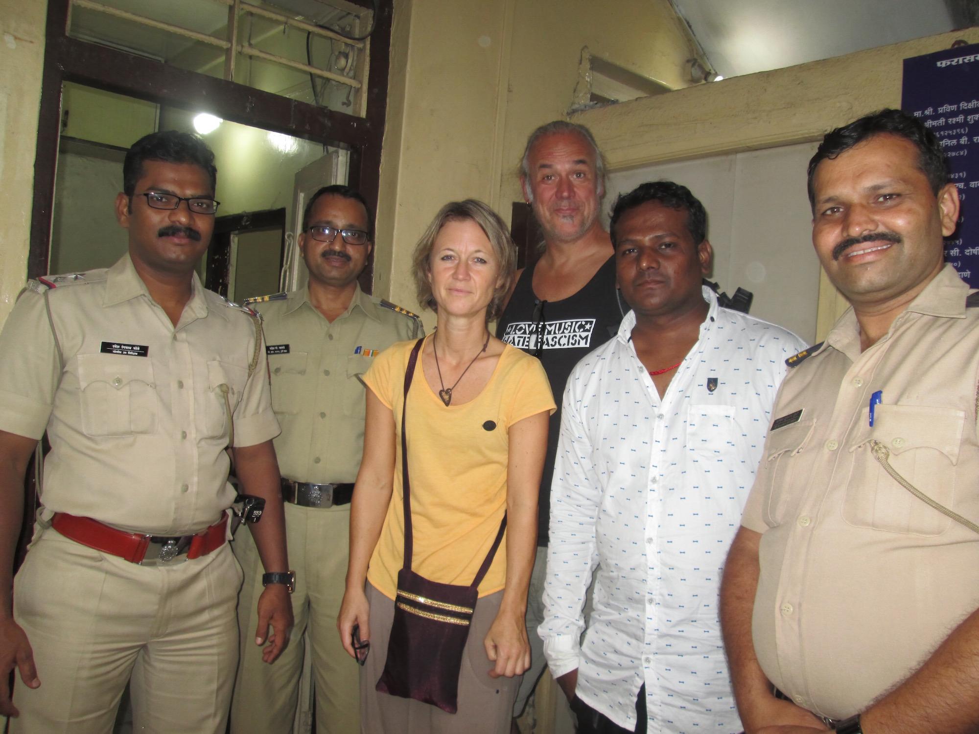Steffi und Uwe besuchen unter Polizeischutz Bordelle in Indien