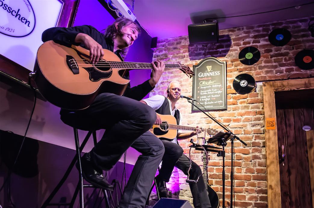 Uwe X. und Jojo Wolter bei einem Benefiz- Konzert für SchlussStrich