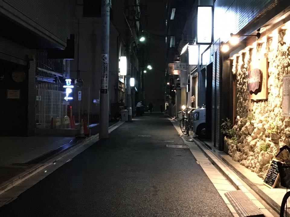 ⑥竹若別館様、寿司岩様の間の路地を進みます
