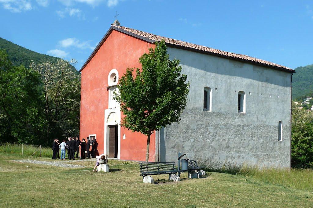 La Chiesa di San Pietro - Chiesa Rossa / frazione di Al Ponte