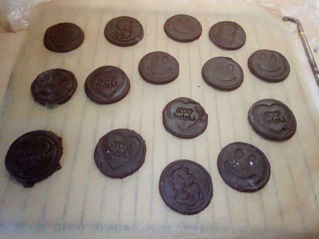 Backrezepte Kakaoplätzchen mit Frischkäsefüllung backen ganz einfach und Schnell. Tolle Backideen zu Weihnachten, Geburtstag, Konfirmation, Ostern, Hochzeit, Muttertag, Vatertag oder einfach nur so. Backen und kochen für deine Party.
