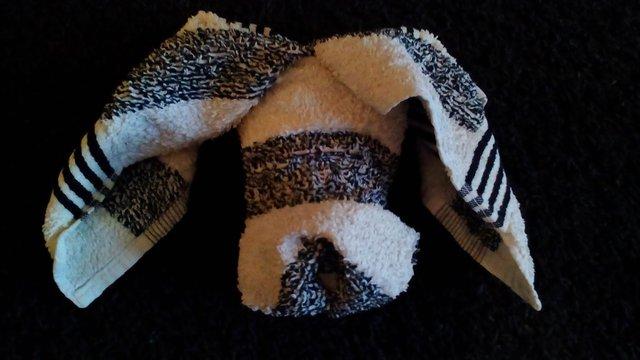 Handtuchfiguren falten Hund für deine Zimmerdekoration. Origami mal mit Handtüchern. Falte niedliche Figuren, Tiere und andere Origami Motive aus deinen Badetücher oder Gästetücher. Servietten falten mit Handtüchern. Basteln mit Kindern der dog