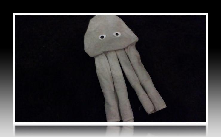 Handtuchfiguren falten Qualle für deine Zimmerdekoration. Origami mal mit Handtüchern. Falte niedliche Figuren, Tiere und andere Origami Motive aus deinen Badetücher oder Gästetücher. Servietten falten mit Handtüchern. Basteln mit Kindern und falten.