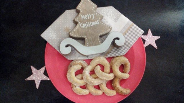 Backrezepte Vanillekipferl selbermachen und backen ganz einfach und schnell. Tolle Backideen zu Weihnachten, Geburtstag, Konfirmation, Ostern, Hochzeit, Muttertag, Vatertag oder einfach nur so. Backen und kochen für deine Party.