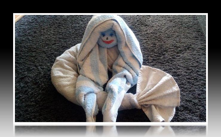 Handtuchfiguren falten Meerjungfrau für deine Zimmerdekoration. Origami mal mit Handtüchern. Falte niedliche Figuren, Tiere und andere Origami Motive aus deinen Badetücher oder Gästetücher. Servietten falten mit Handtüchern. Basteln mit Kindern und falten