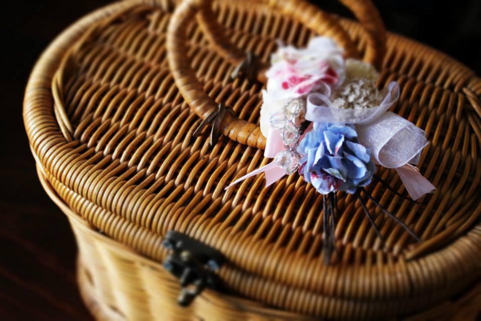 ①布花コサージュサンプルです カゴやバッグに付けてみたり☆