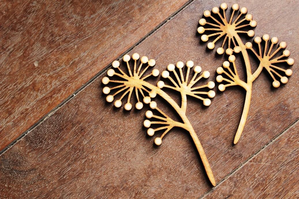 木のお花 やつで (2本セット)  シンプルに飾ったり、アロマオイルを染み込ませて玄関やトイレに飾ったり。贈り物にもお勧めです。 L 9×6 S 8×5cm ¥950+消費税