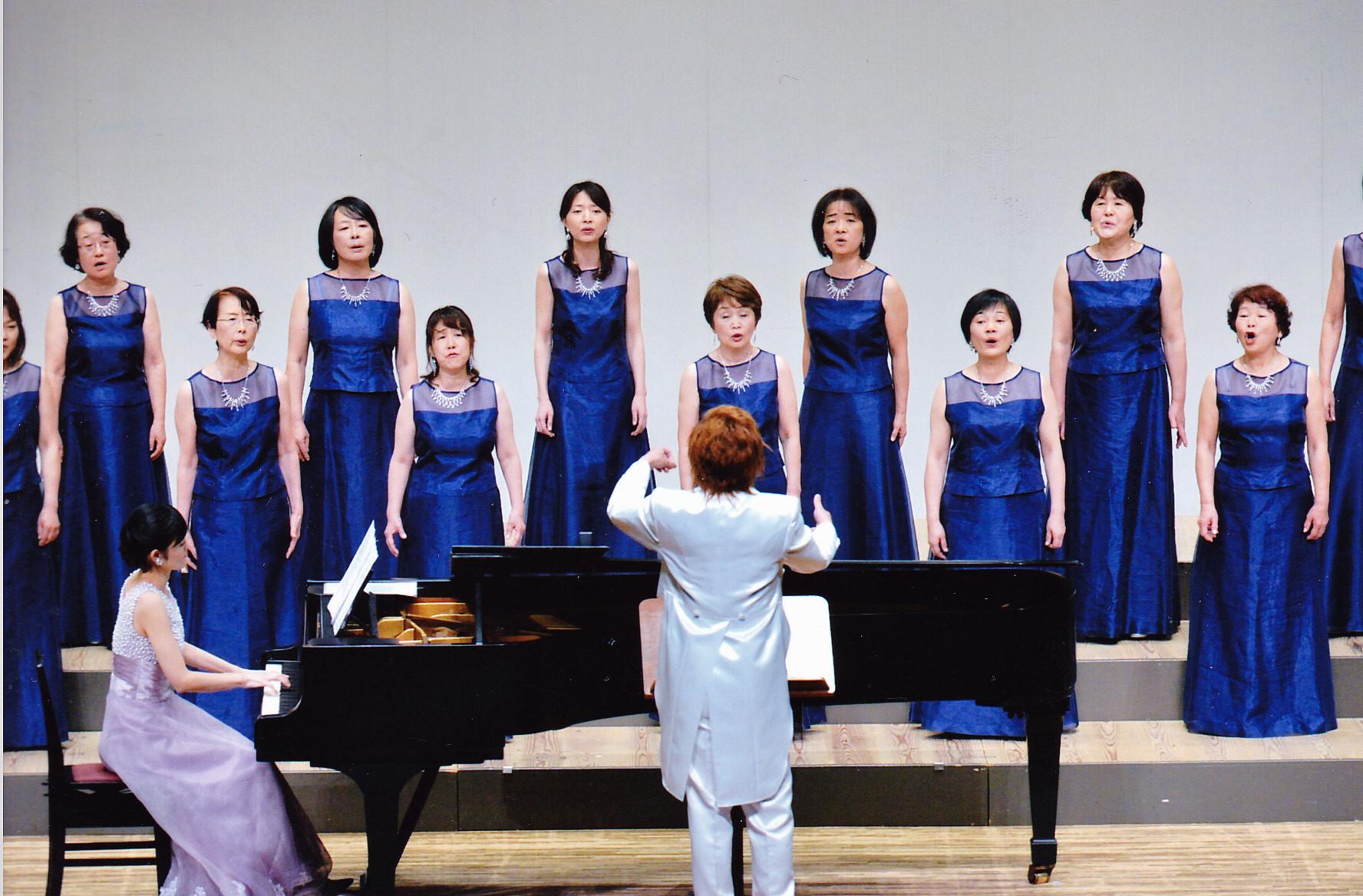 作歌者 栗原寛先生の指揮、村田智佳子先生のピアノで演奏しました。