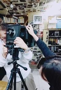 写真部の部室の奥から珍しい大判カメラを発掘、組み立て中です!