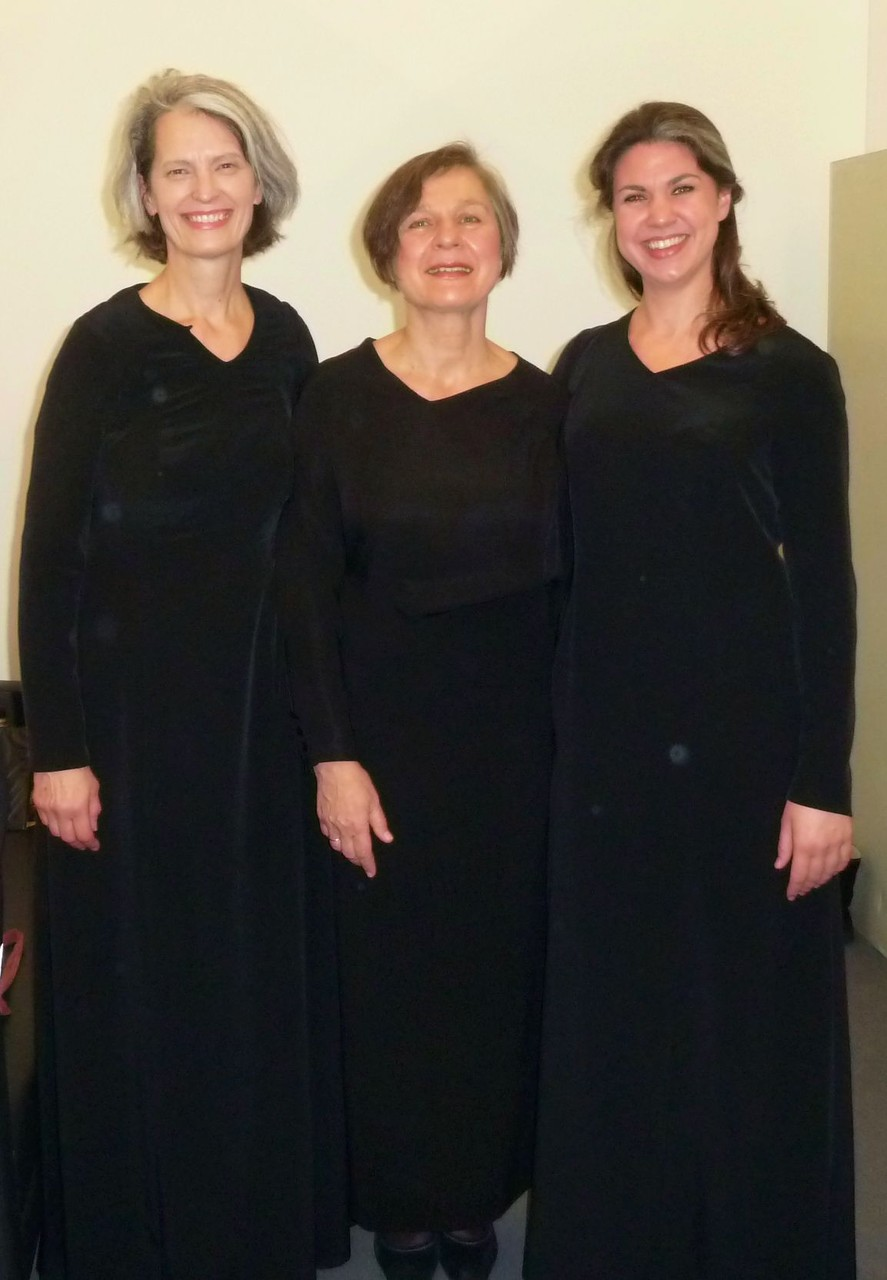 ©Charlotte Sander. Kleine Auswahl der Extrachor Altistinnen: Gabi, Angela & Charlotte :-D