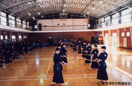 旧消防学校で剣道の授業風景
