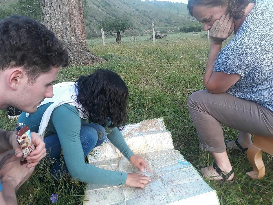 Unsere Dolmetscherin erklärt uns die Mongolei