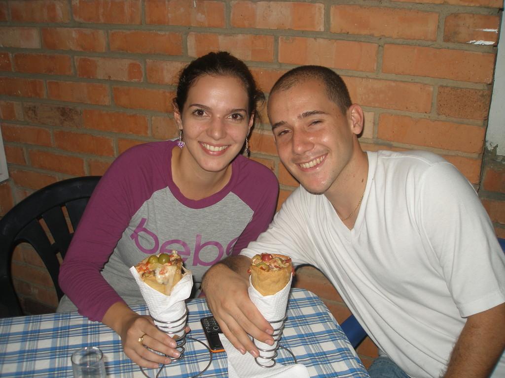UN CLIENTE DE HACE 25 AÑOS! (Cuando teníamos pizzería)  CON LA NOVIA.