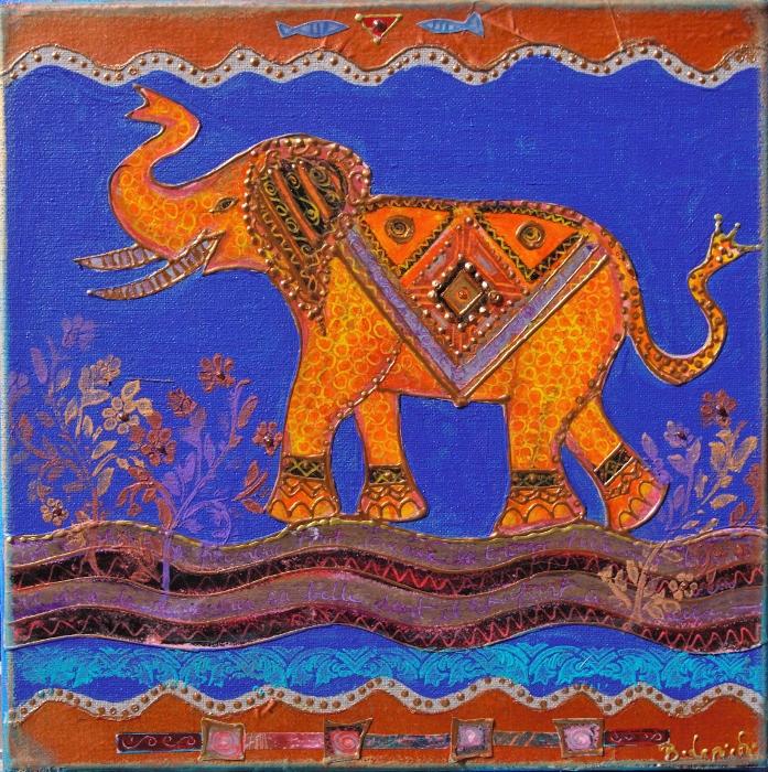 un petit éléphant s'amuse
