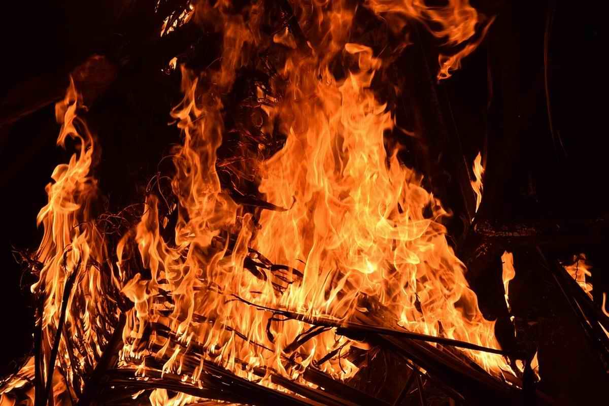 Zu teuflisch: Priester verbrennen Harry-Potter-Bücher