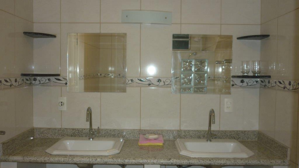 Apartmenthaus Badezimmer mit hochwertigem Granit