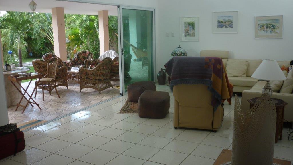Haupthaus Wohnzimmer / Terrasse / Pool