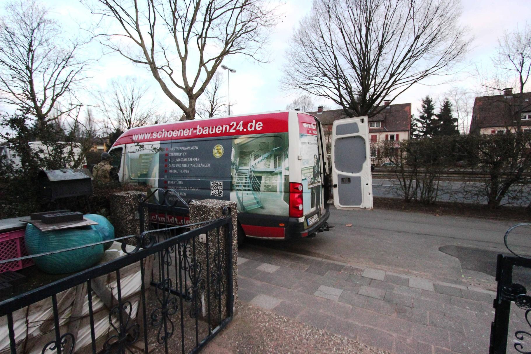 Das TBS Montageteam Wendel und Stumpf trifft an der Baustelle in Kaiserslautern ein