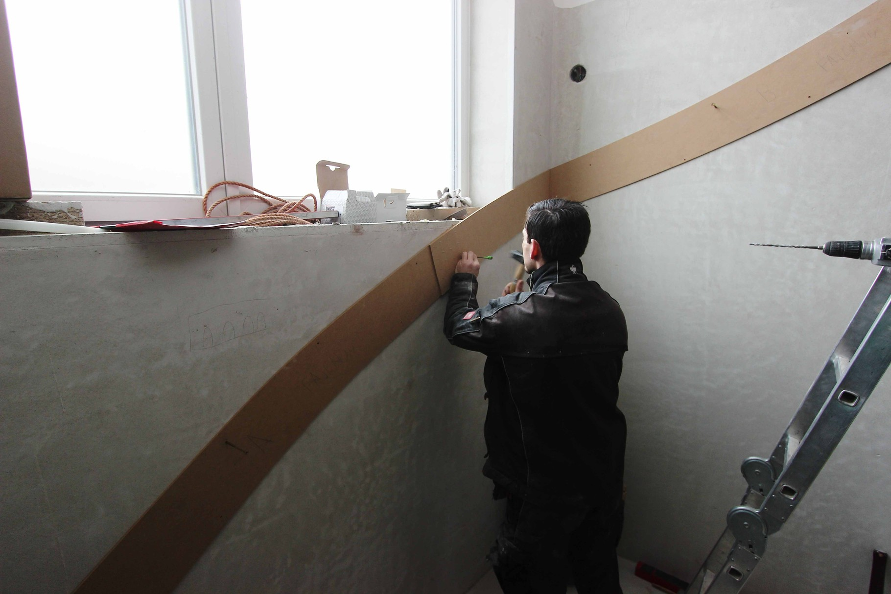 Übertragung der Löcher Schablone auf die Wand