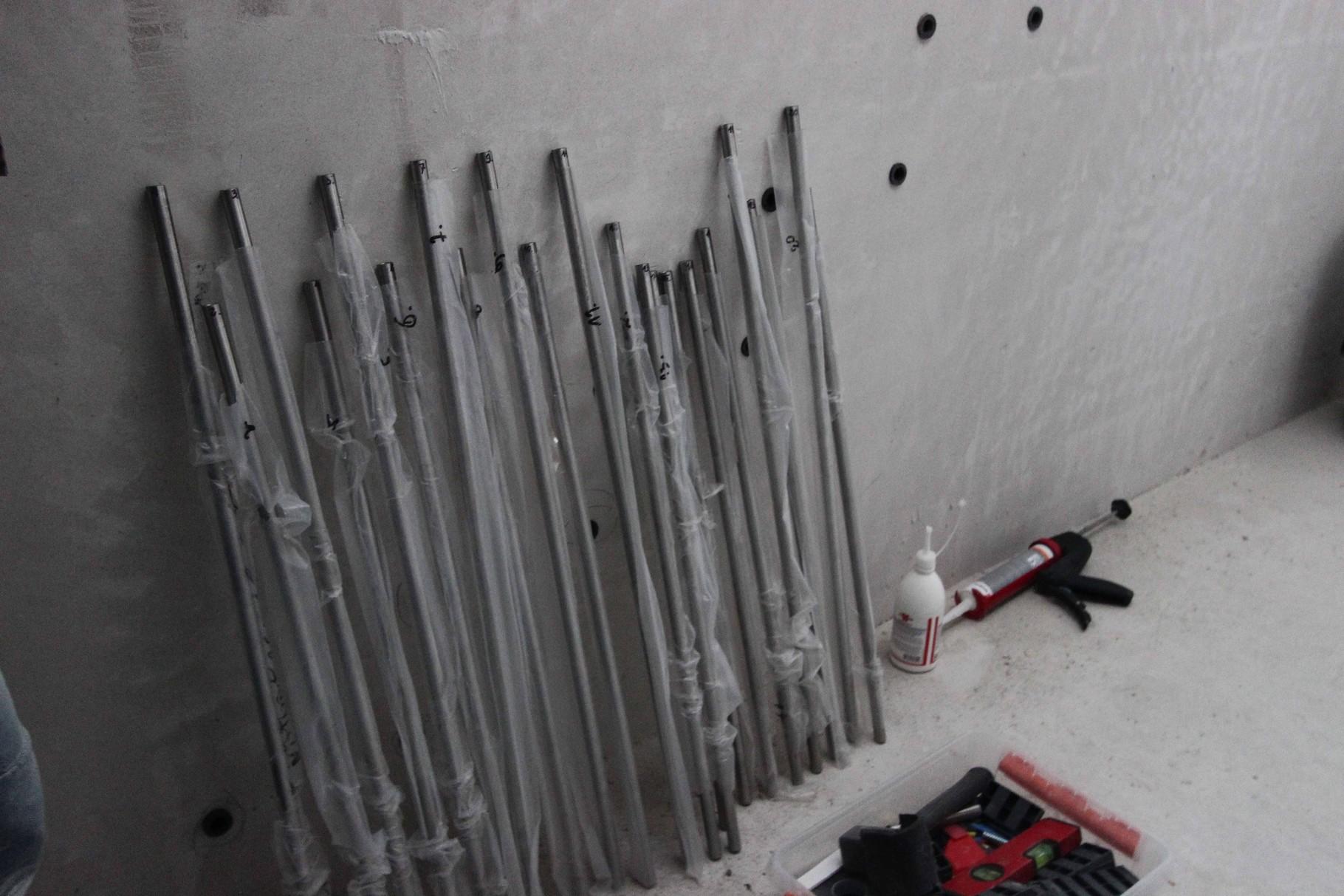 Geländerstäbe sortiert bereit gestellt