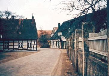 Kopfsteinpflasterstraße und Meyers Krug in 1956/57