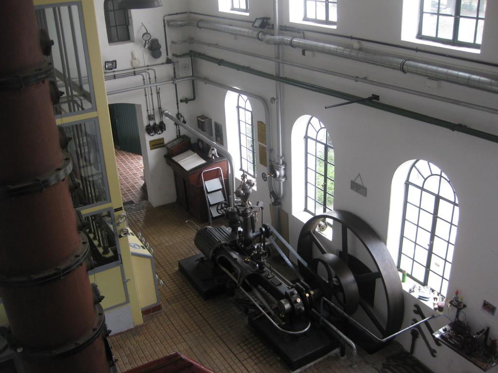 Brennraum mit Dampfmaschine