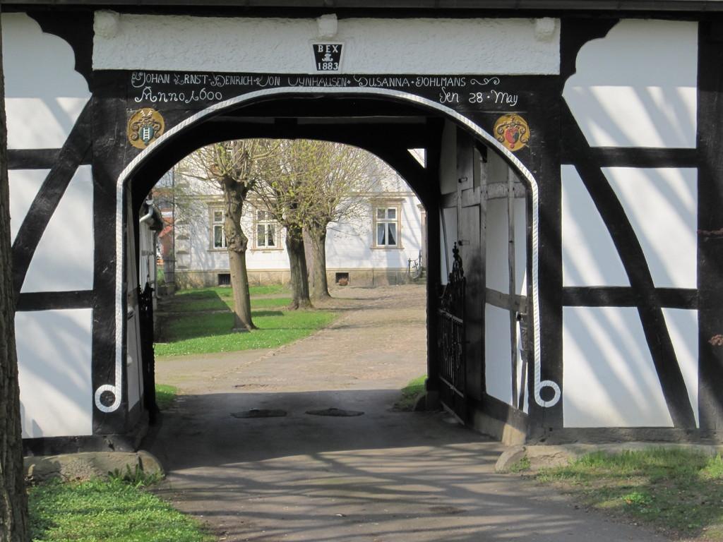 Torhaus von 1699 des ehemaligen Gutshofes
