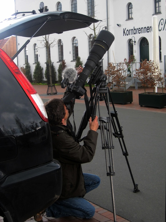 Naturfilmer Ulli Haufe unterm Super-Tele