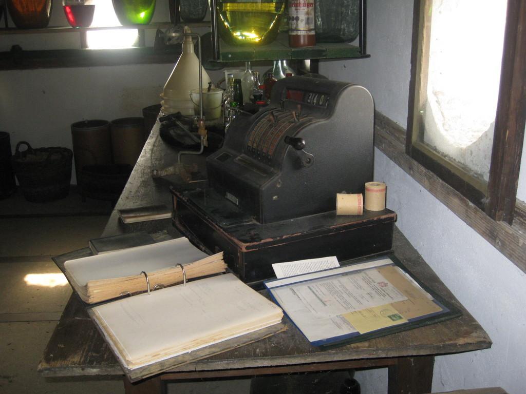 Auftragsbücher und Kasse