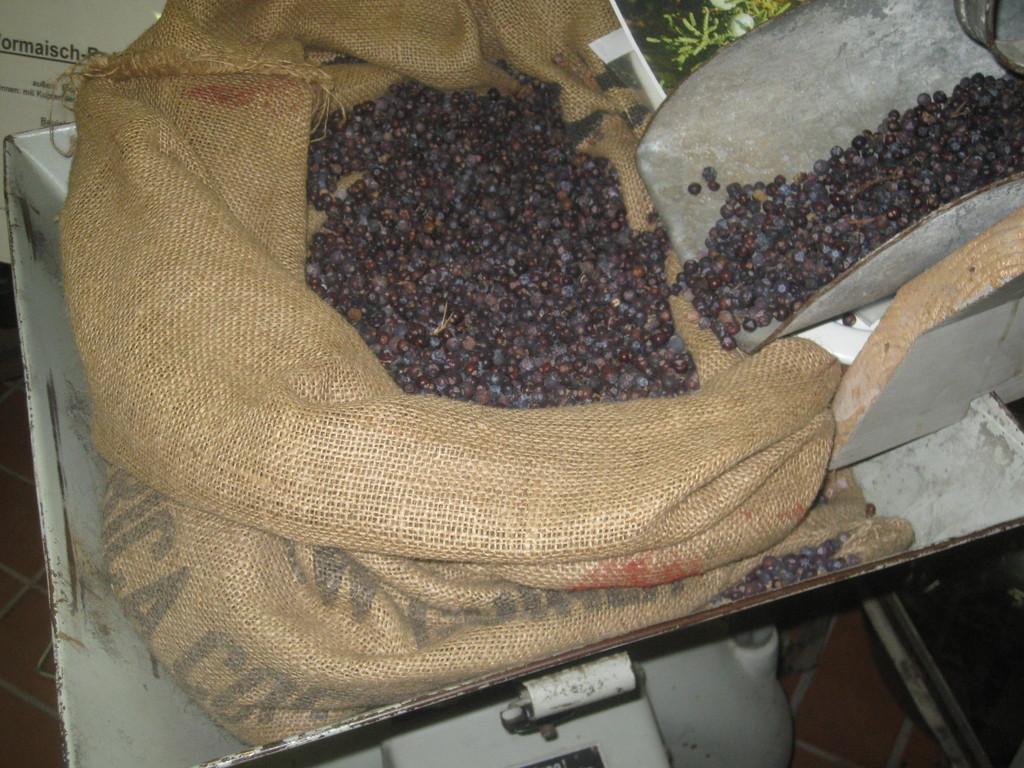 Steinhäger 3fach gebrannt aus Alkohol und Wacholder
