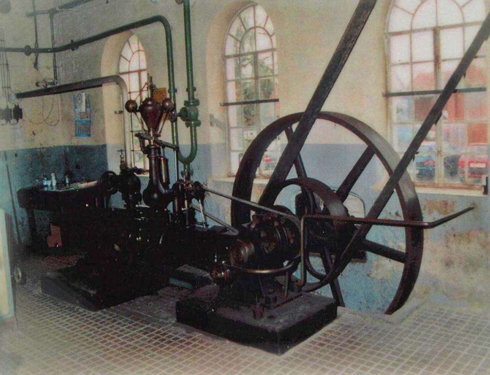 Dampfmaschine mit Riemen