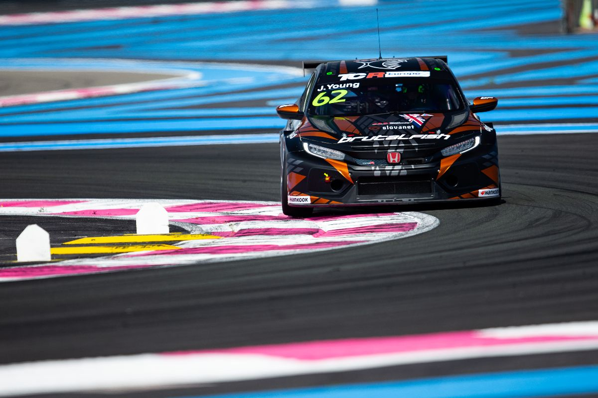 Jack Young holt TCR Europe Junior Trophy-Sieg in Frankreich