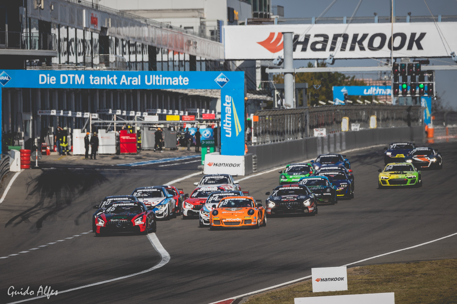 Nachwuchsserie DTM Trophy mit mindestens 21 seriennahen GT-Sportwagen