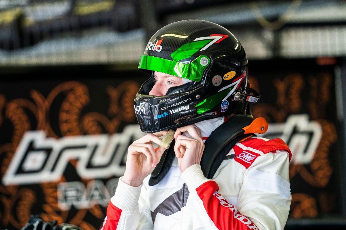 Jack Young startet in der Slowakei in die TCR Europe Saison