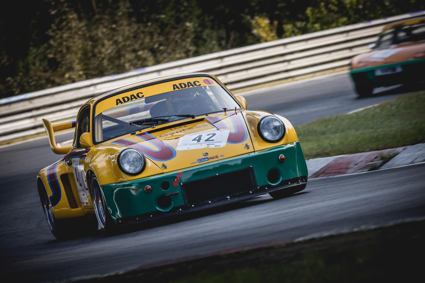 Nordschleifen-Experten gewinnen im Clickvers-Porsche die Neuauflage des ADAC 1000km Rennens auf dem Nürburgring