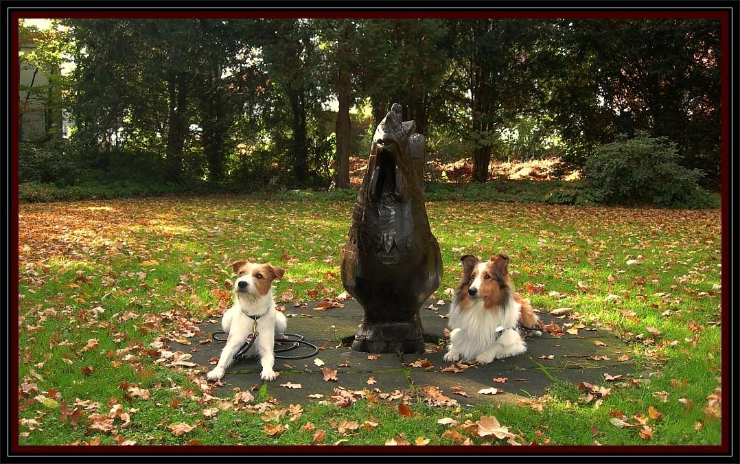 """27. Oktober 2012  """"Fritz und ich im kleinen Park beim großen Gockel."""" ;-)"""