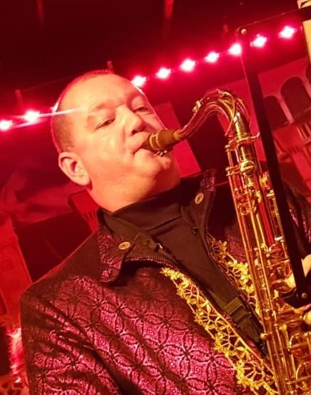 Alexander Flos: Tenor Saxofoon