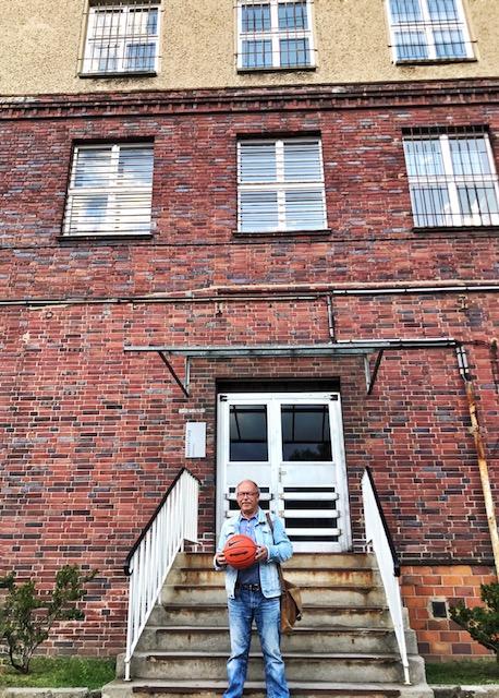 Karl-Heinz Richter mit unserem Basketball