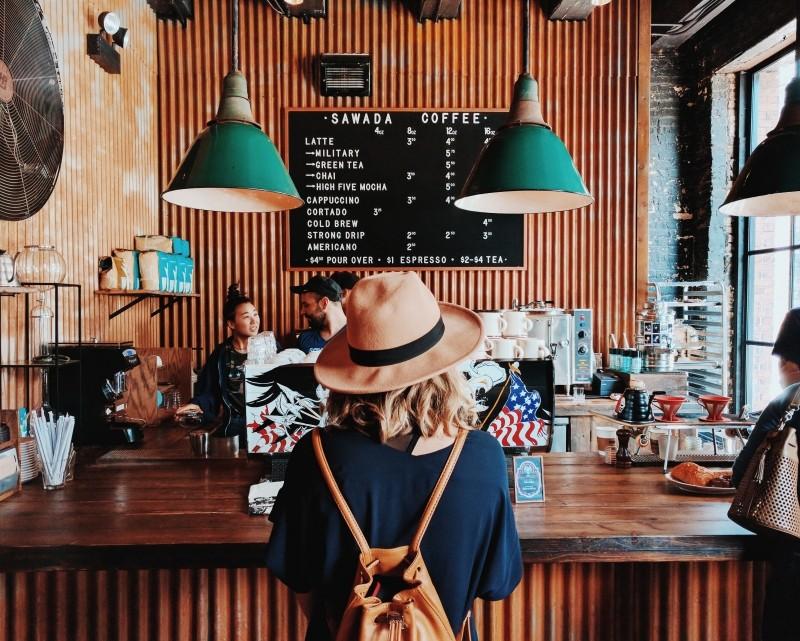 Exemplo de Branding, cafeteria com ambiente para estudos e reuniões
