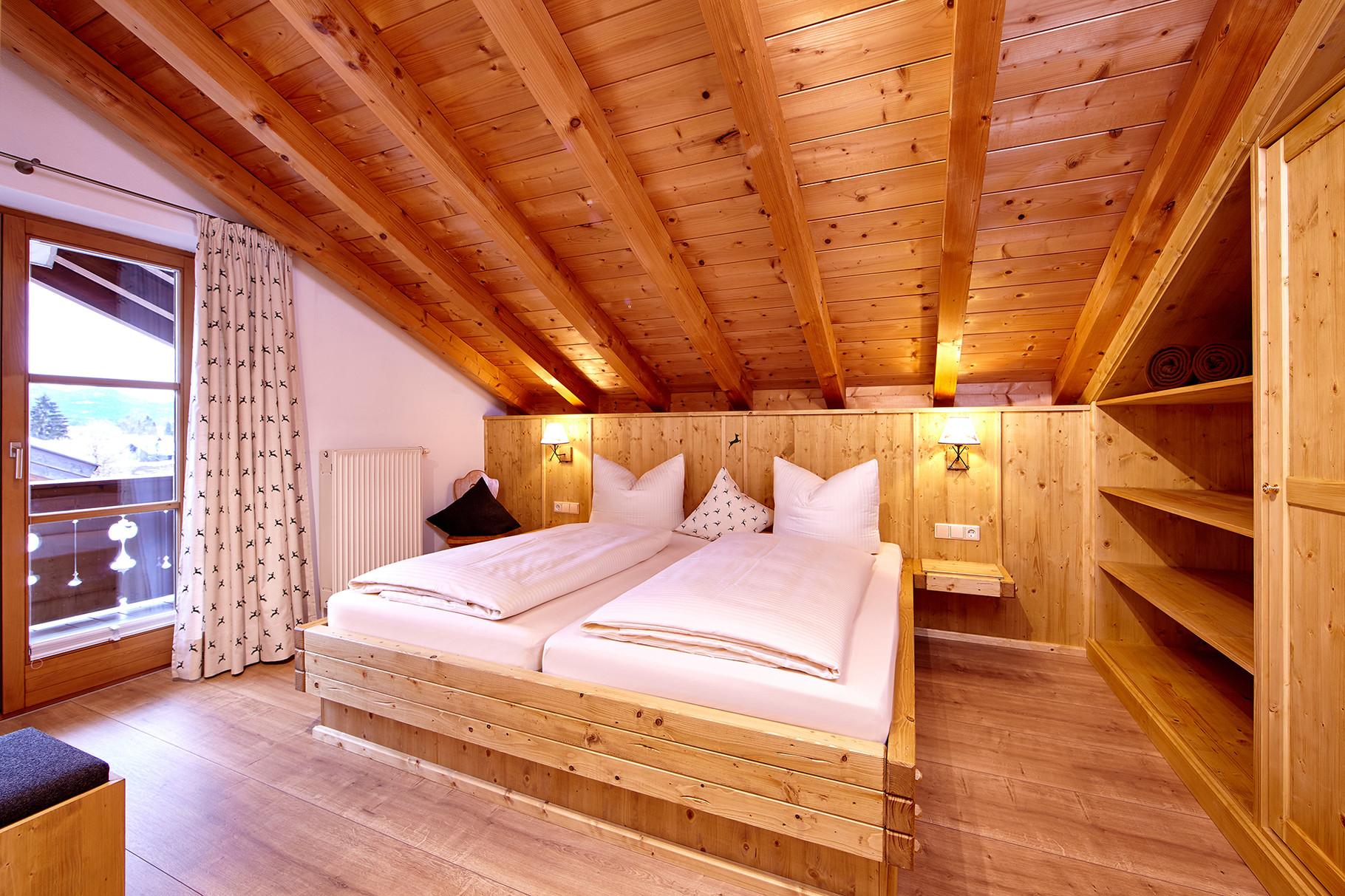 Schlafzimmer - Ferienwohnungen Wilhelm in Garmisch-Partenkirchen