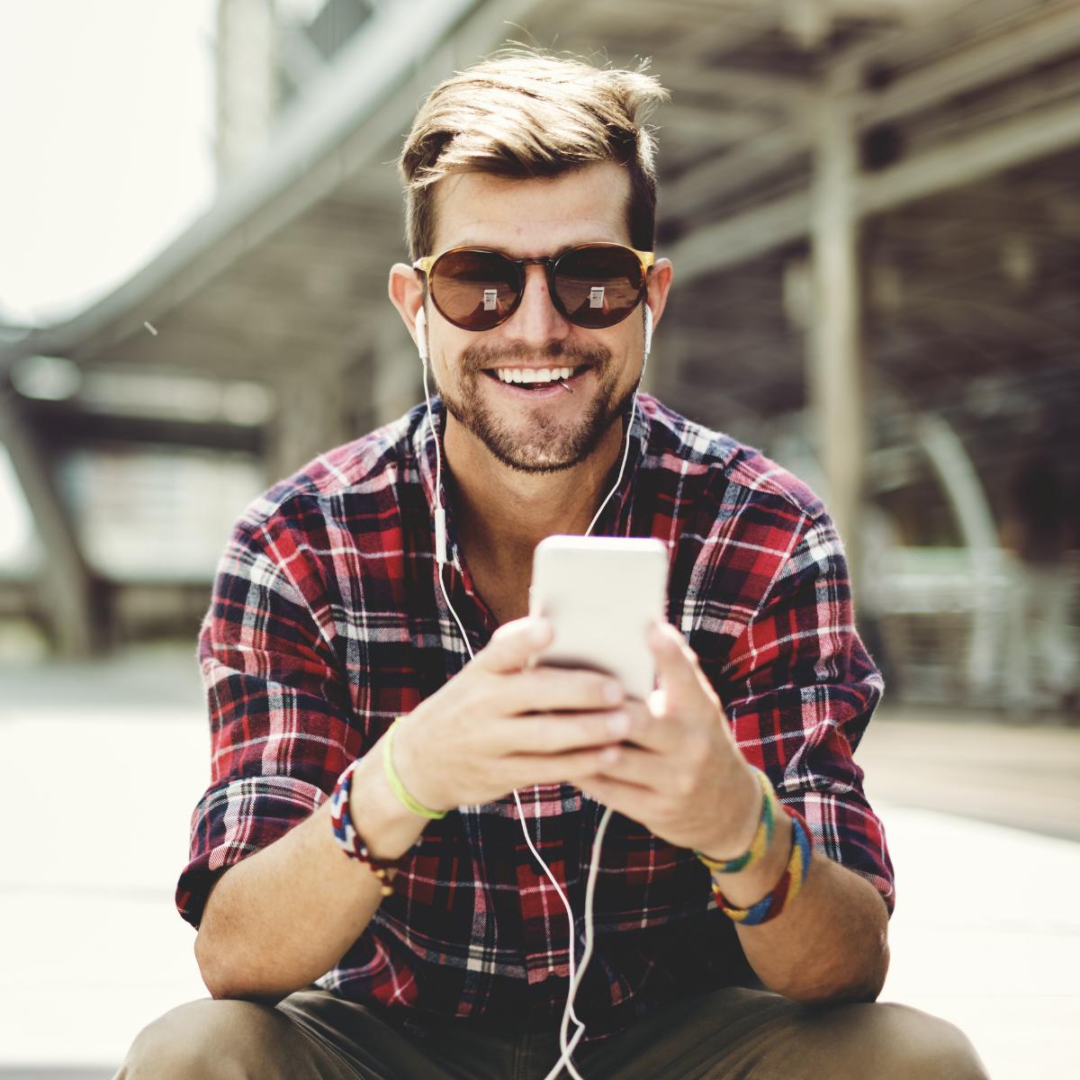 Facebook bietet bald Podcasts an - Spotify macht Live-Audio