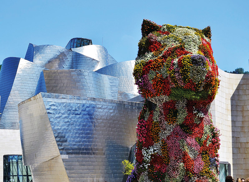 Poppy vor dem Guggenheim-Museum, Bilbao