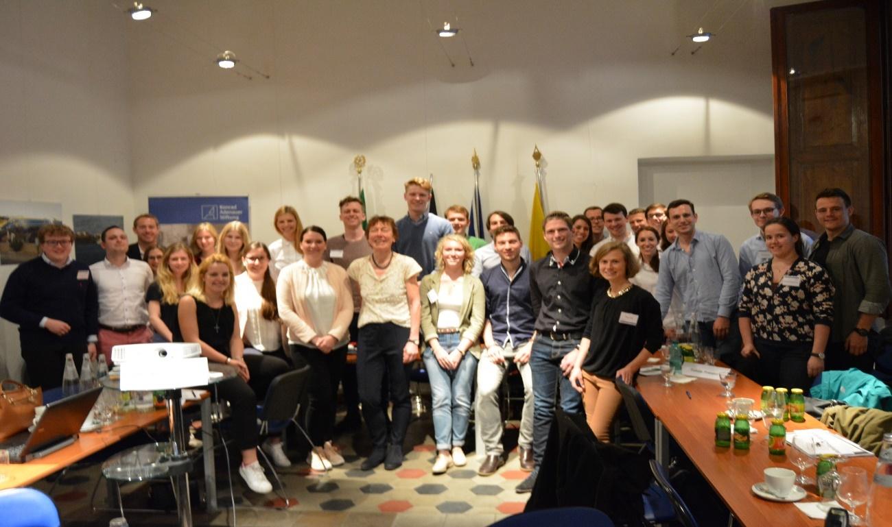Gruppenbild mit Referentin Dr. Christiane Liermann im KAS Büro Rom (Foto: KAS-Stipendiaten)